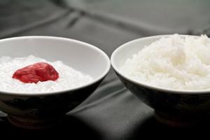 """ご飯は山形が誇る""""つや姫""""を使用。"""